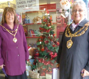 WSM Mayor & Mayoress choose Bleadon Brownies Tree